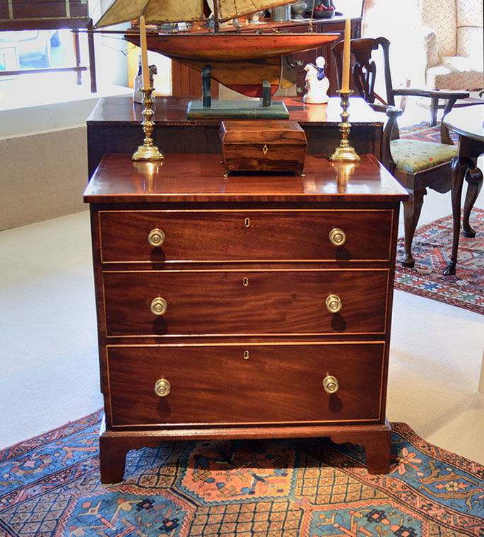 George-III-Mahogany-Inlaid-Bachelors-Chest