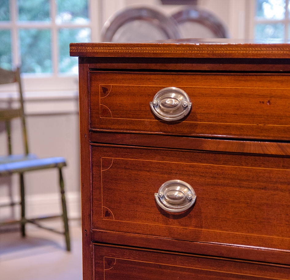 George-III-Mahogany-Serpentine-Chest-Of-Drawers-Heart-Detail