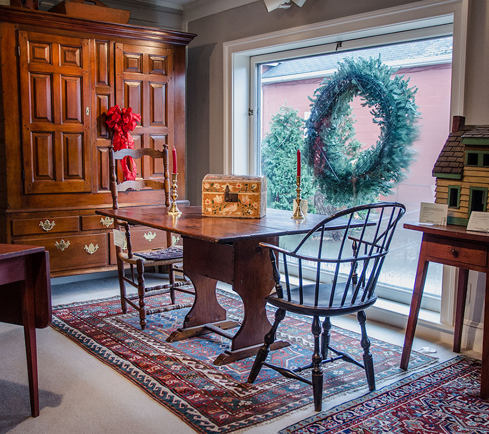 Maple-Pine-Shoe-Foot-Hutch-Chair-Table