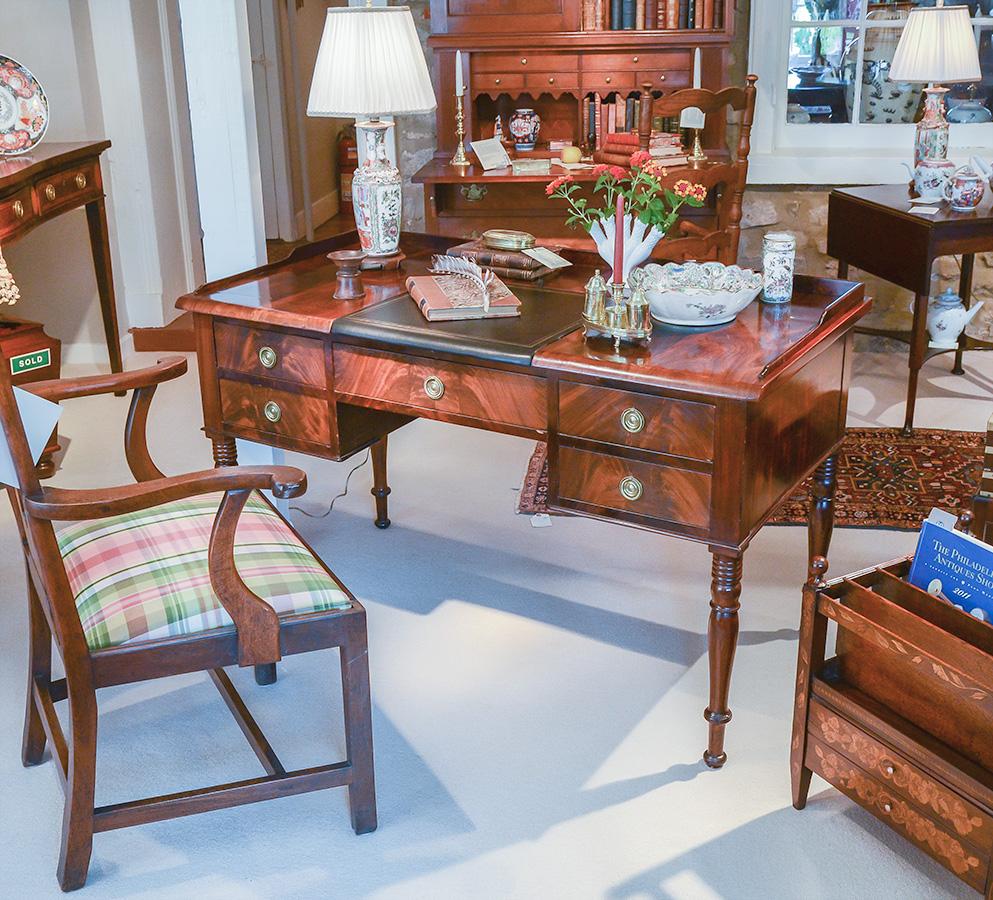 Neo-Classical-Desk
