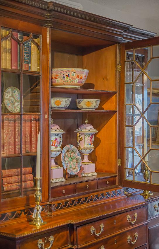 George III Mahogany Breakfront Bookcase, Secretary - interior