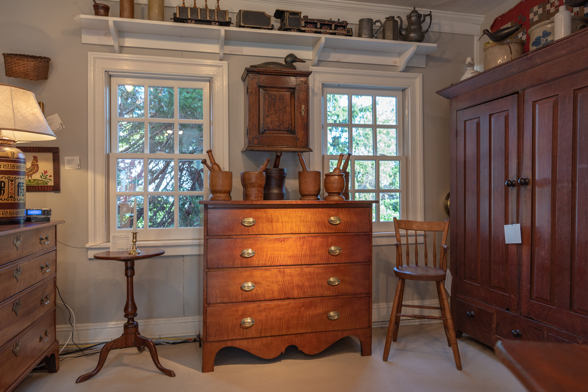 Country Federal Tiger Maple Chest Of Drawers