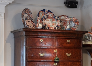 Early George II, Burl Yew Wood Chest On Chest Detail