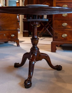Chippendale Mahogany Tilt-Top Tea Table detail