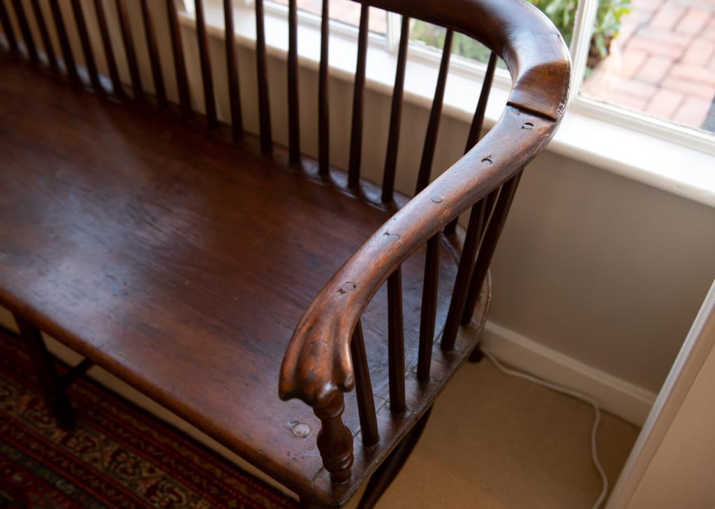 Windsor Low-Back Settee - Arm
